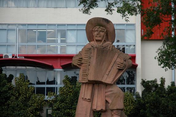 Cultura Gaúcha, Escultura Gaúcho Fenavinho, Créditos Almir Dupont e Prefeitura Municipal